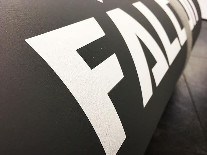 Fitnessmatte kaufen Test Pallid Falcon Impact Logo seitlich
