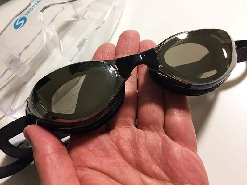 Schwimmbrille Test Schwimmbrillen Sportastisch Schwimmbrille kaufen Brille in Hand