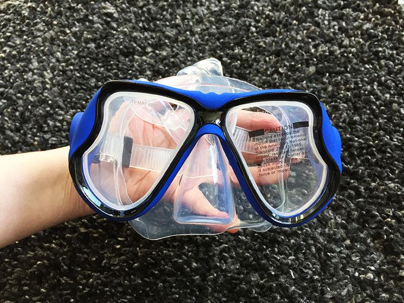 Schnorchelset Test Schnorchelset kaufen Taucherbrille mit Schnorchel Brille in Hand
