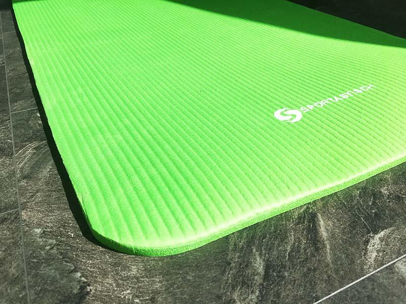 Yoga Matte Test Gym Mat Pro Sportastisch seitliche Ansicht