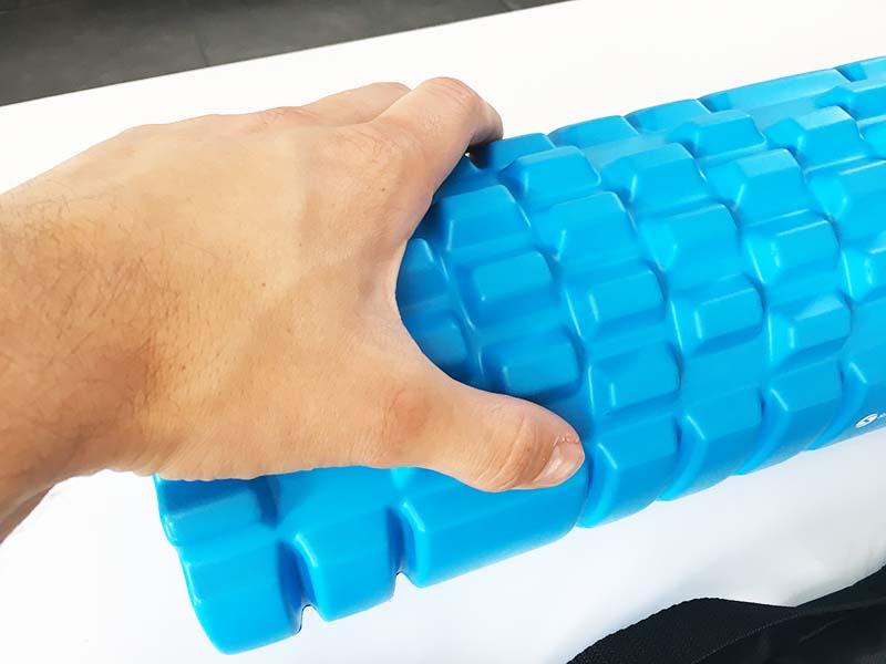 Faszienrolle Test Sportastisch Let´s Roll Oberfläche Hand